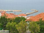 Dakpannen aan het haventje van Sigri