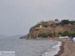 Een bewolkte dag aan het strand van Anaxos foto 2
