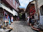 De smalle straatjes en steegjes van Molyvos foto 3